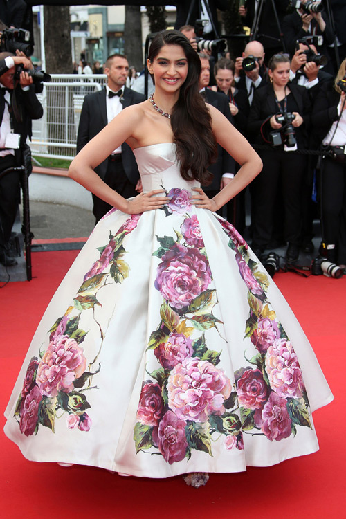 Sonam+Kapoor+Cannes+2013+Dolce+Gabbana+1
