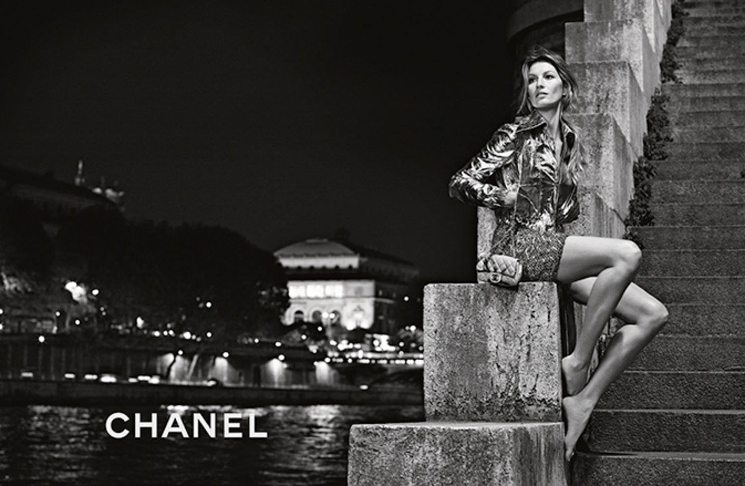 Gisele bundchen goes to paris in new chanel campaign for Chanel locations in paris