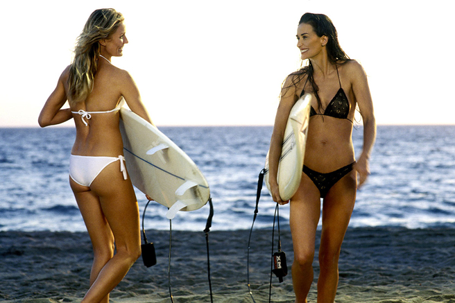 elle-20-swimsuits-in-film-charlies-angels