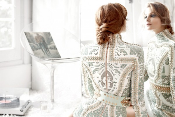 fishtail-chignon-braid-bun-balmain