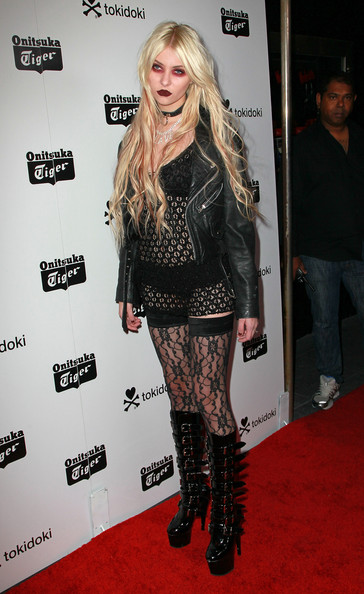 9 Worst Red Carpet Looks of 2010