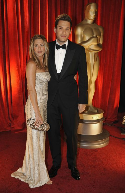oscars_jennifer_aniston_valentino_couture