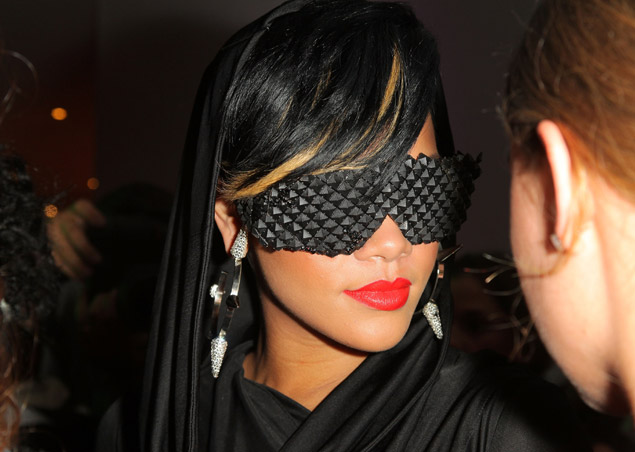rhianna_studded_glasses_fashion_night_out
