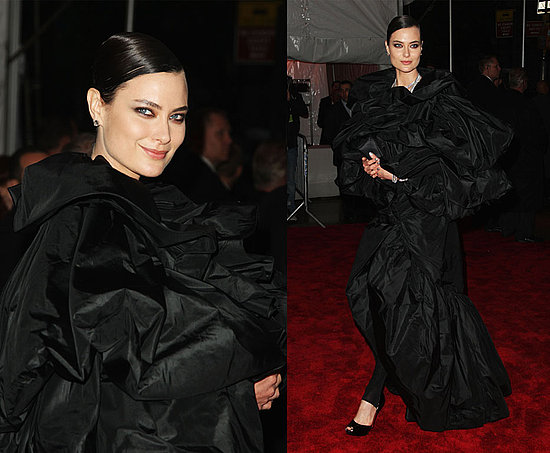 shalom harlow. that's, a uh, nice trash bag you got there. yup.