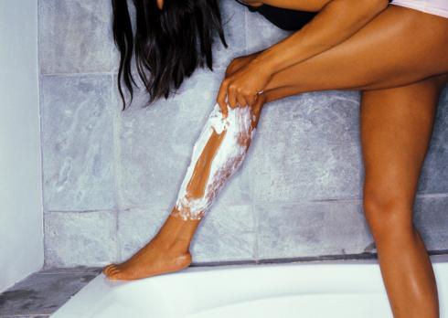 Чем брить ноги в домашних условиях