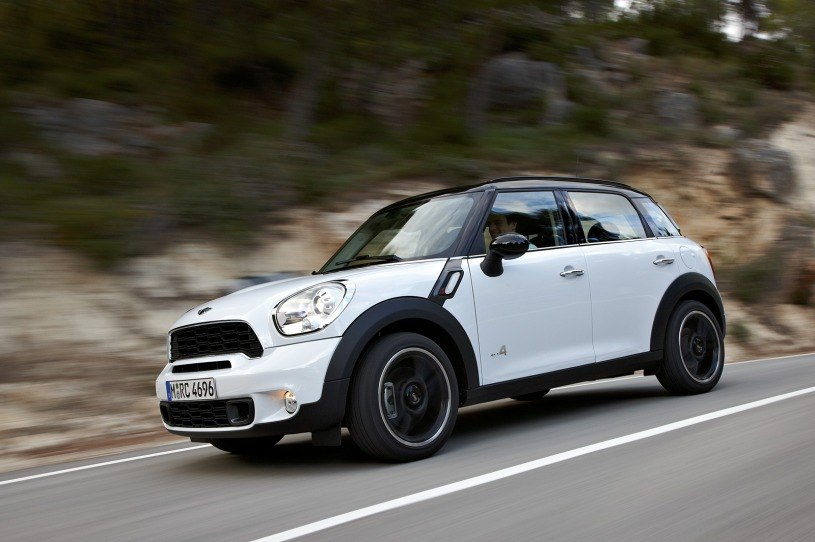 The 2011 Mini Cooper Countryman Offers an SUV With Vintage Euro Racing Style