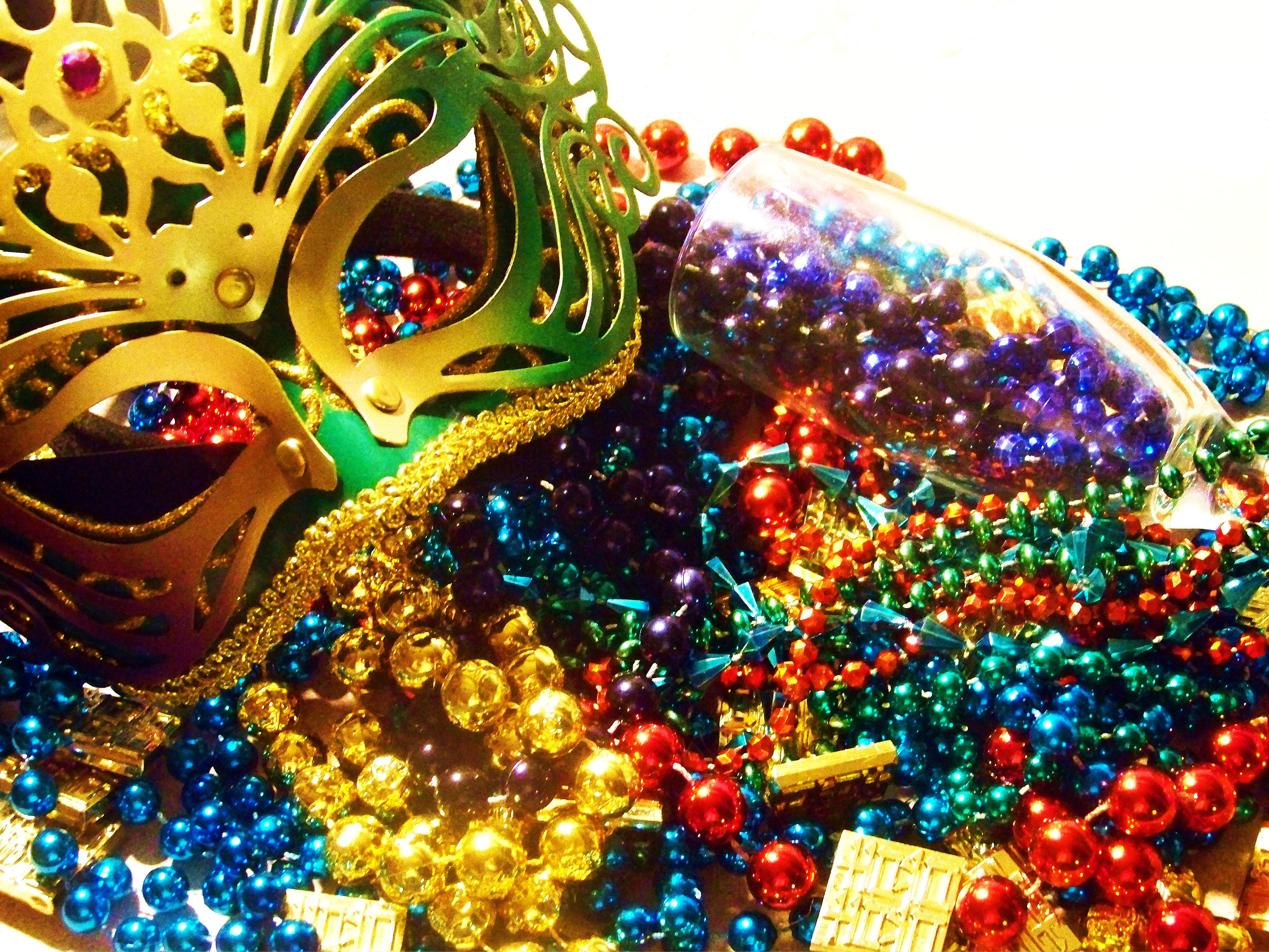 beads-and-mask