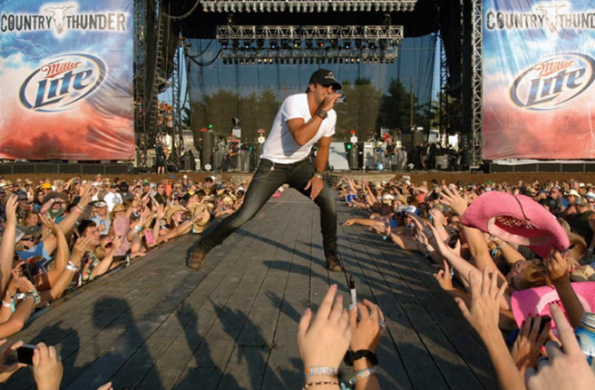 Country Thunder Returns to Florence