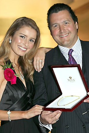 face-of-foothills-winner-stephanie-mannon-scottsdale-2009_00