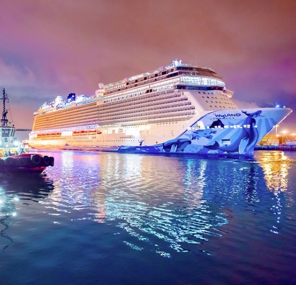 norwegian bliss night creditnorwegiancruiseline
