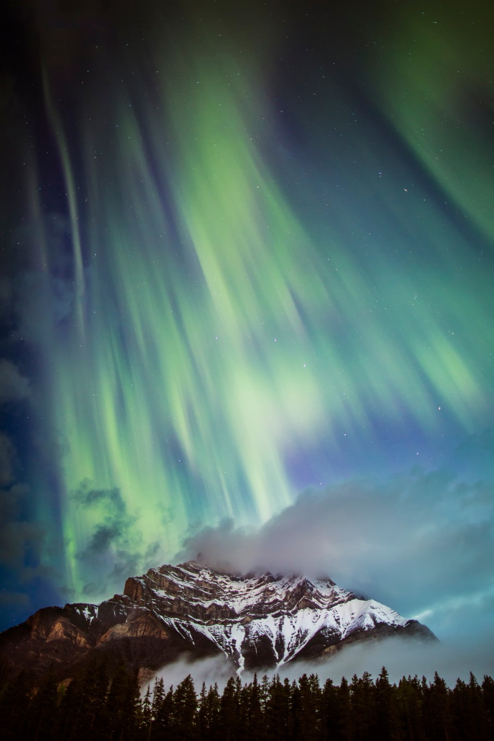 Northern_Lights_Cascade_Banff_Paul_Zizka_Vertical-960x1440.jpg