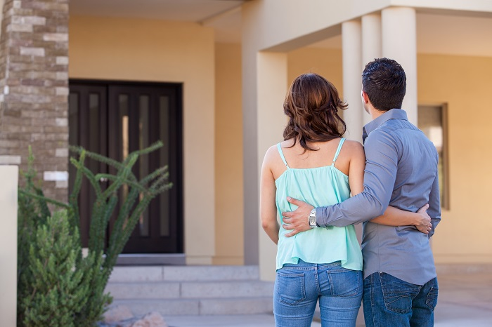 first time homebuyers in front of home 700px
