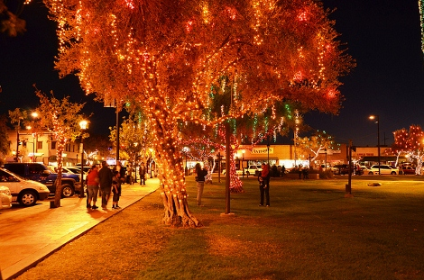 glendale glitters 470x311 - Top 10 Christmas Lights Shows In Phoenix 2012