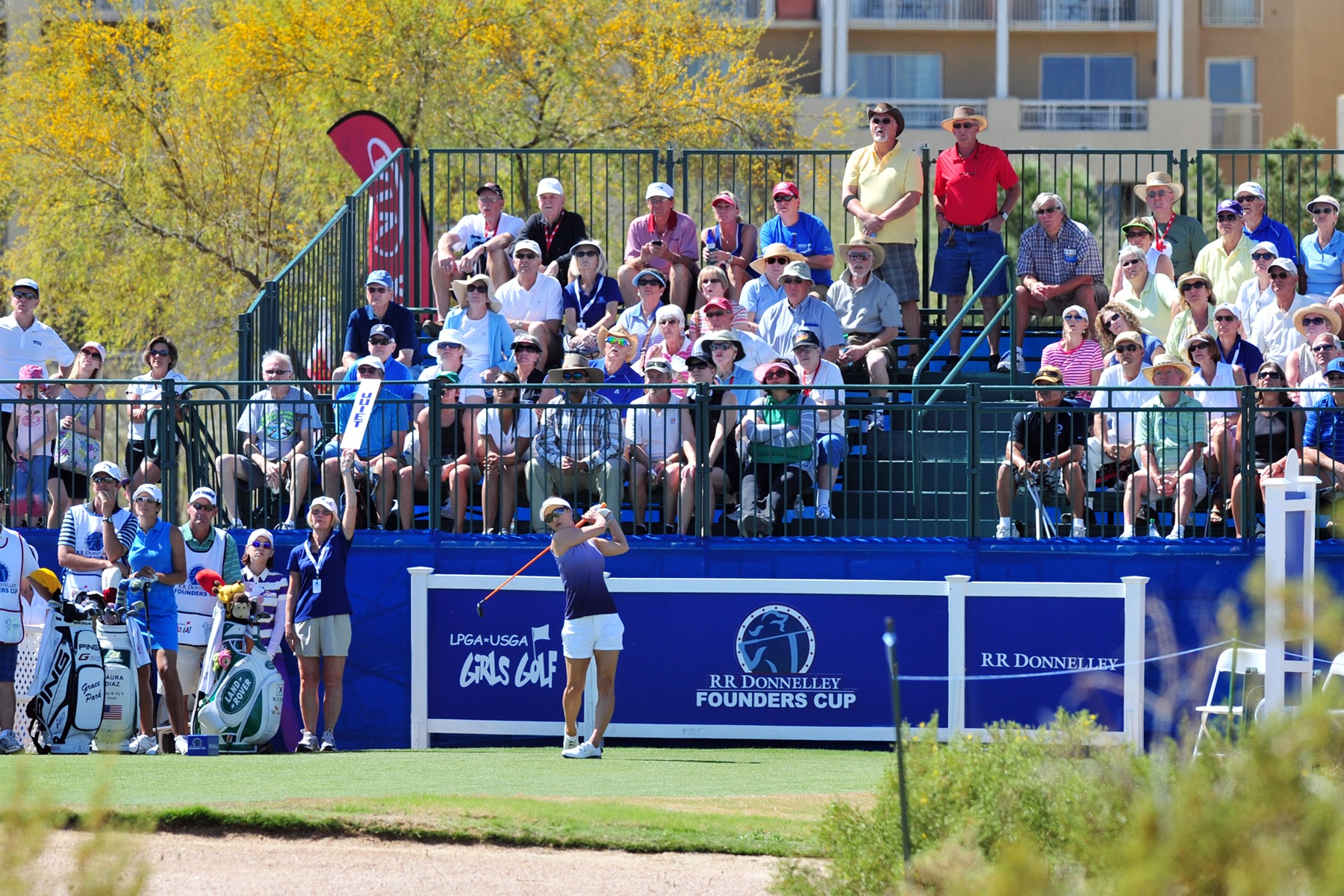 Crowd behind Tee