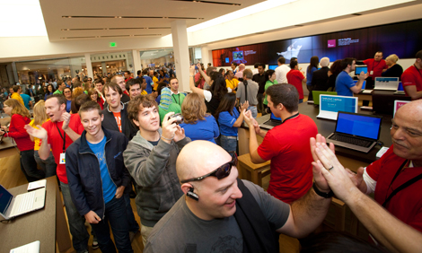 first microsoft store opens in scottsdale. Black Bedroom Furniture Sets. Home Design Ideas