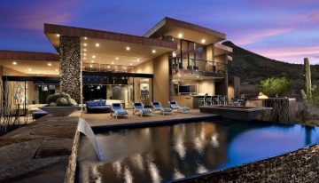 Luxury Backyard Living: Contemporary Desert Mountain Retreat
