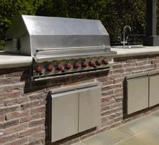 Backyard BBQ Time – Custom Outdoor Kitchens