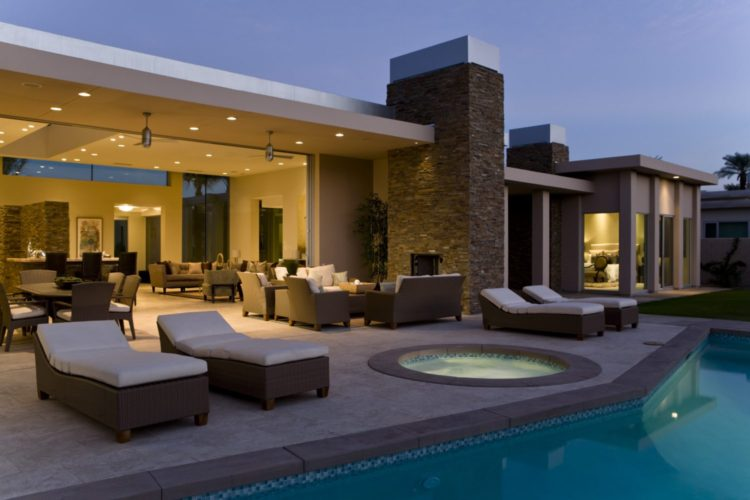 Top swimming pool trends of 2016 for Pool design trends 2016
