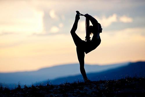 Boutique Hotel Begins Poolside Yoga Classes