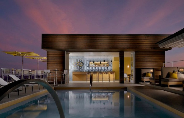 Luxurious California Rooftop Pool Lounges