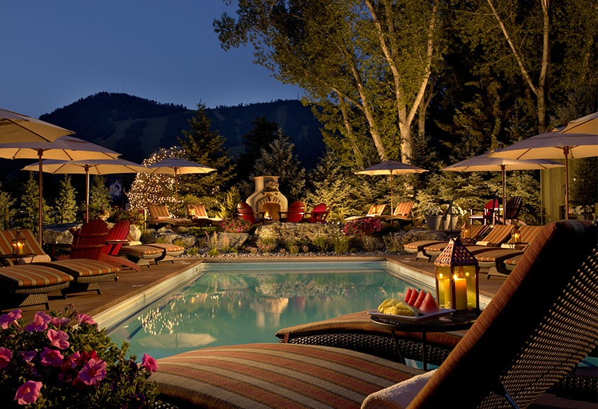 Rustic inn brings luxury to new heights with spa suites in for Luxury hotel jackson hole