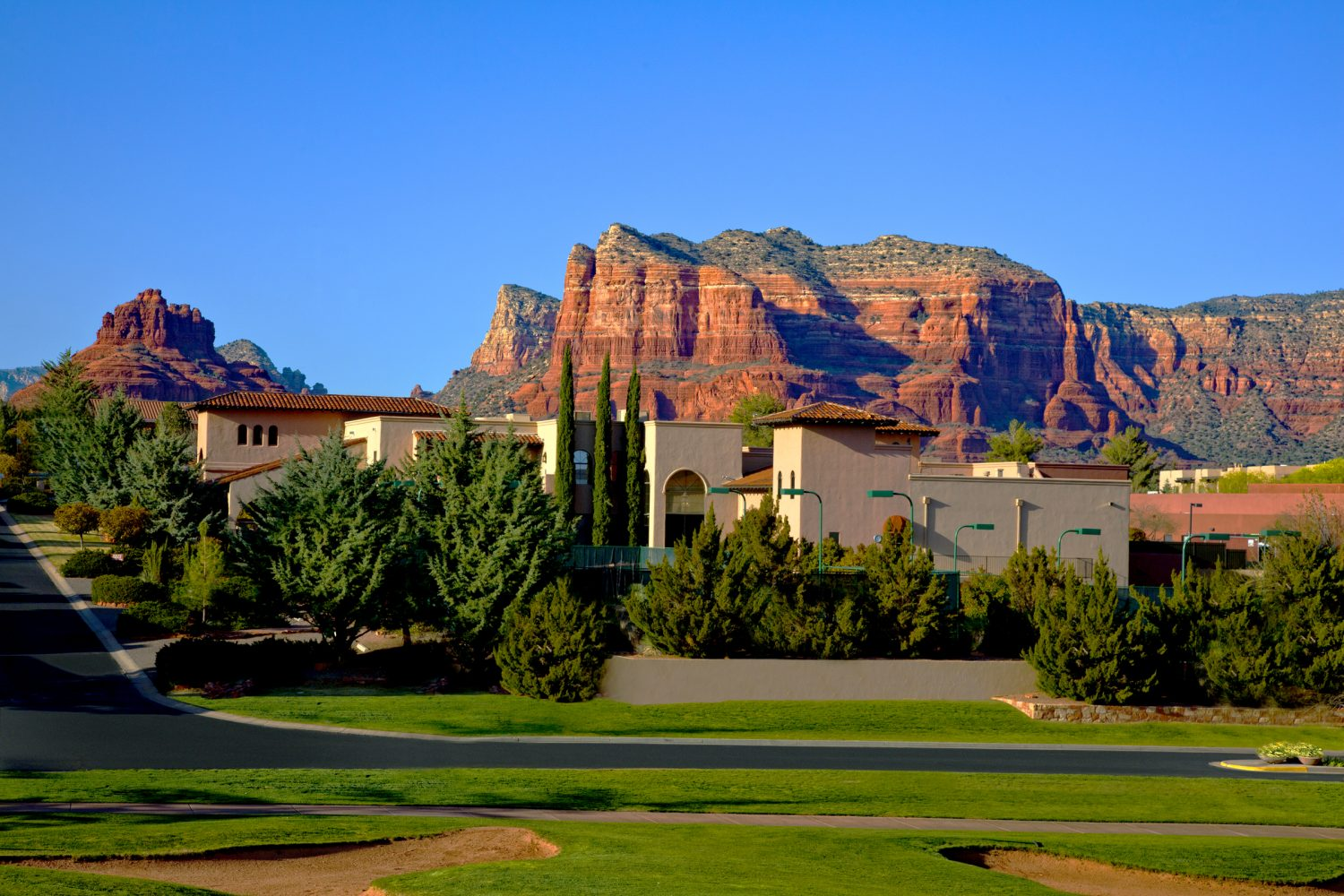 Celebrate your love on the rocks at hilton sedona resort for Sedona cabins and lodges