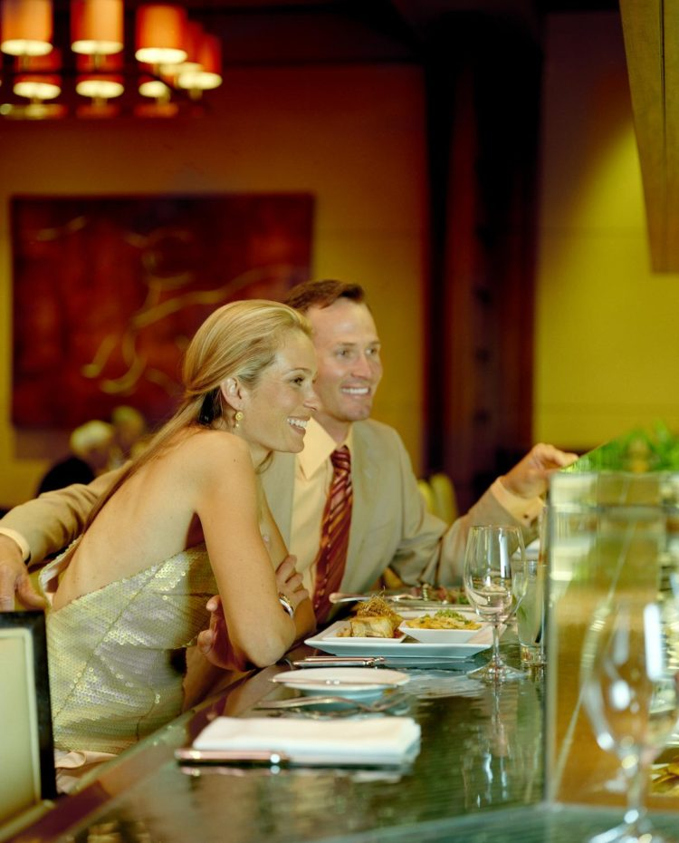 Deseo Restaurant with couple (1)