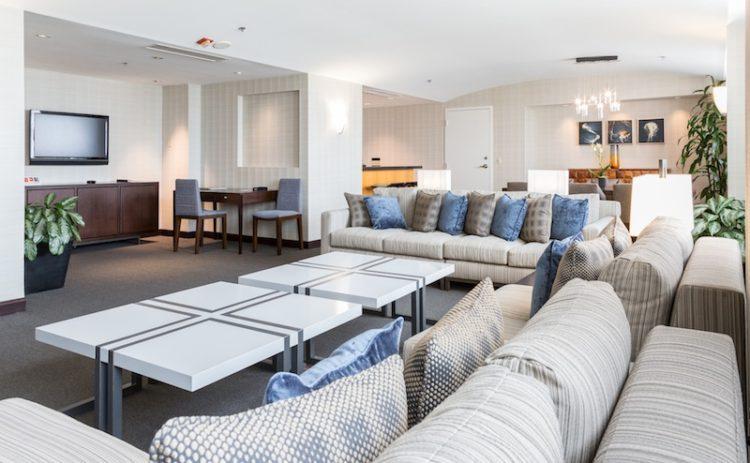 Hyatt regency la jolla 39 s opulent del mar horse race package for Living room la jolla