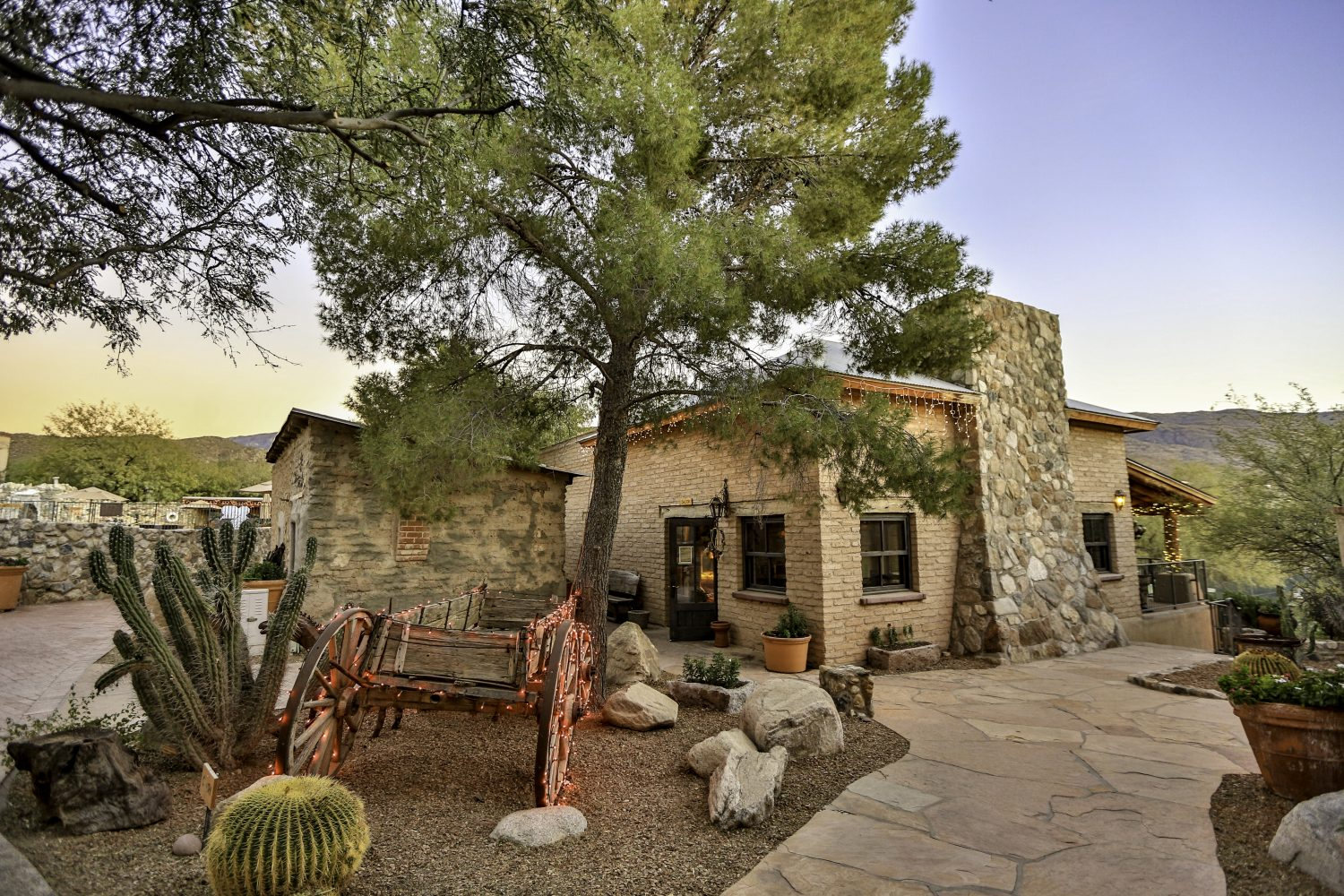 Enjoy Local Foods Amp Brews At Tanque Verde Ranch S Boots N