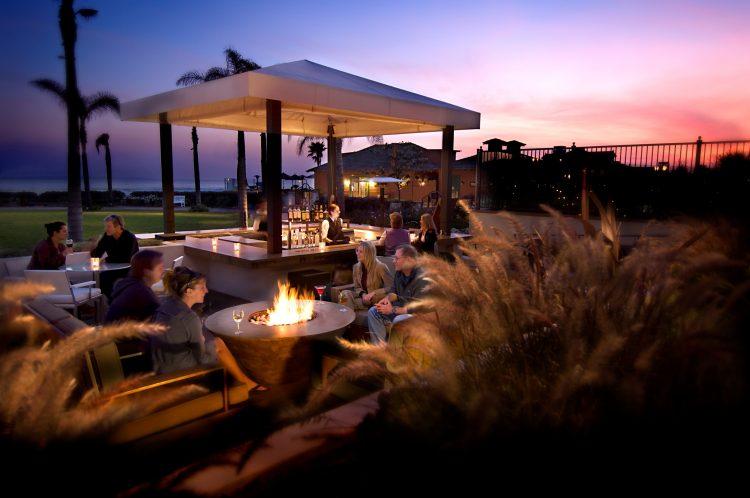 hotel-del-coronado-dining-sunset-bar-ocean-view-09-cakers-hires