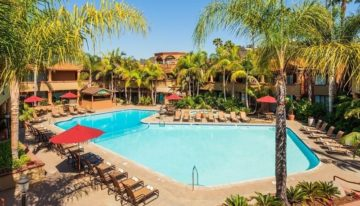 "Stay ""Cool in the Pool"" with Fall Specials at the Handlery Hotel, San Diego"