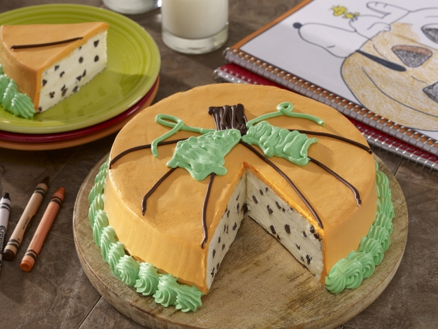 charlie-brown_peanuts-harvest-cake