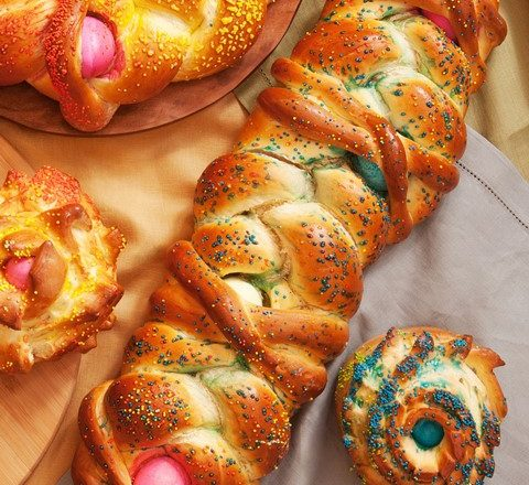 Recipe: Easter Bread with Colored Eggs