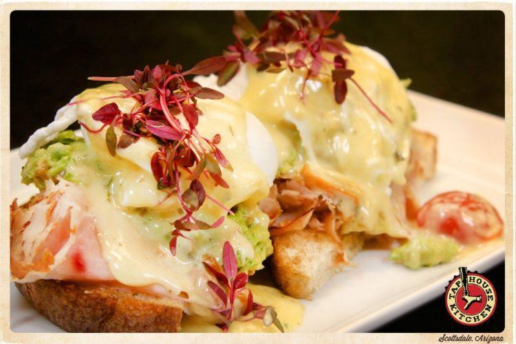 TapHouse-Kitchen-Brunch-eggsbenedict