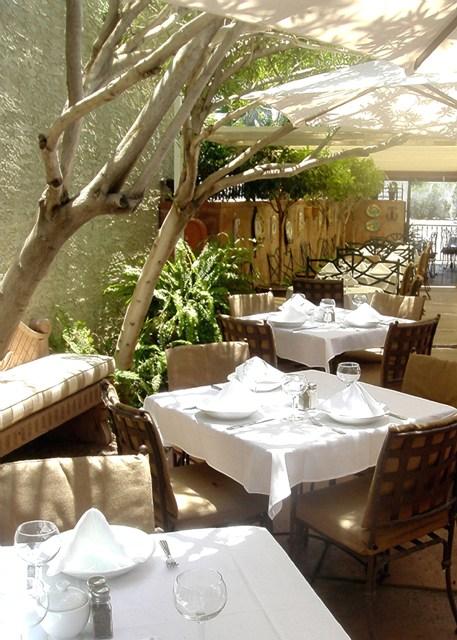 arcadia-farms-side-patio