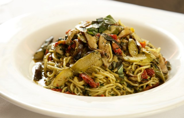 freds-spaghetti-with-shiitake-mushrooms-asparagus-sun-dried-tomatoes-pesto-sauce