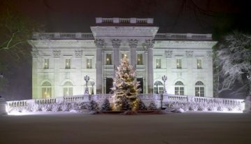 Beautifully Decorated Estates for Christmas