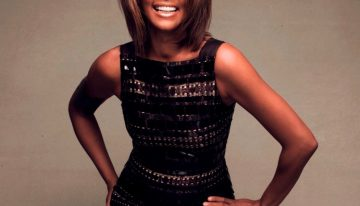 """Whitney Houston Returns and Debuts """"I Look to You"""" Album"""