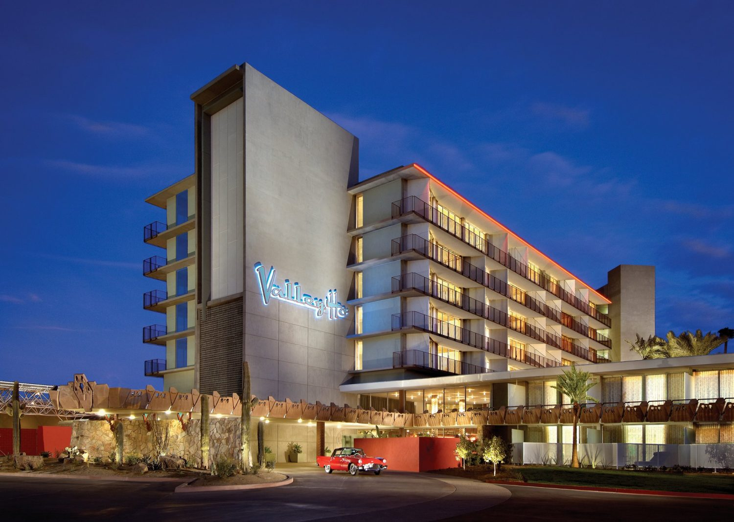 Hot Weekend Rates: Hotel Valley Ho