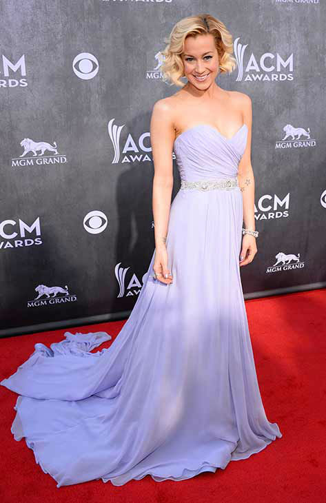 140406-galleryimg-otrc-AP-acm-academy-of-country-music-awards-2014-kellie-pickler