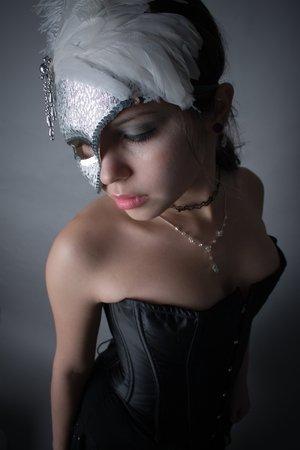 Dos palabras: ¡Fies - ta! [TODOS] - Página 3 The_masquerade_by_plastikstars