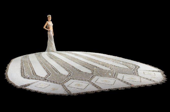 Wedding Dress Legend Designs a 400 Pound Gown