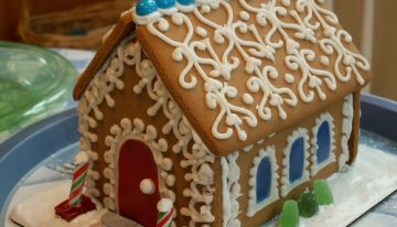 How to Make a Stylish Gingerbread House