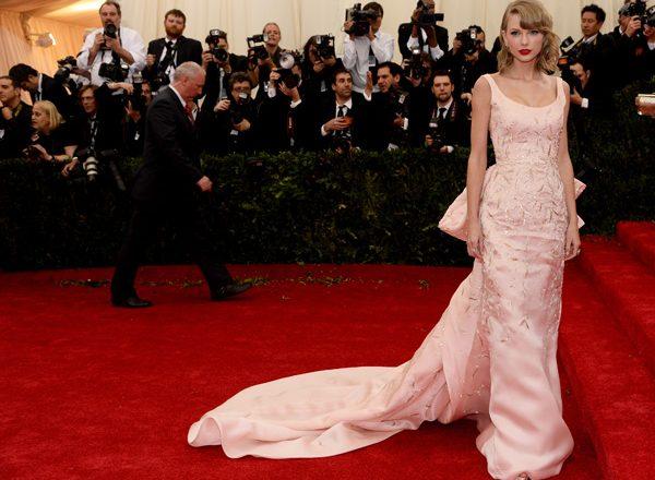 New Fashion Museum To Showcase Iconic Oscar De La Renta Gowns