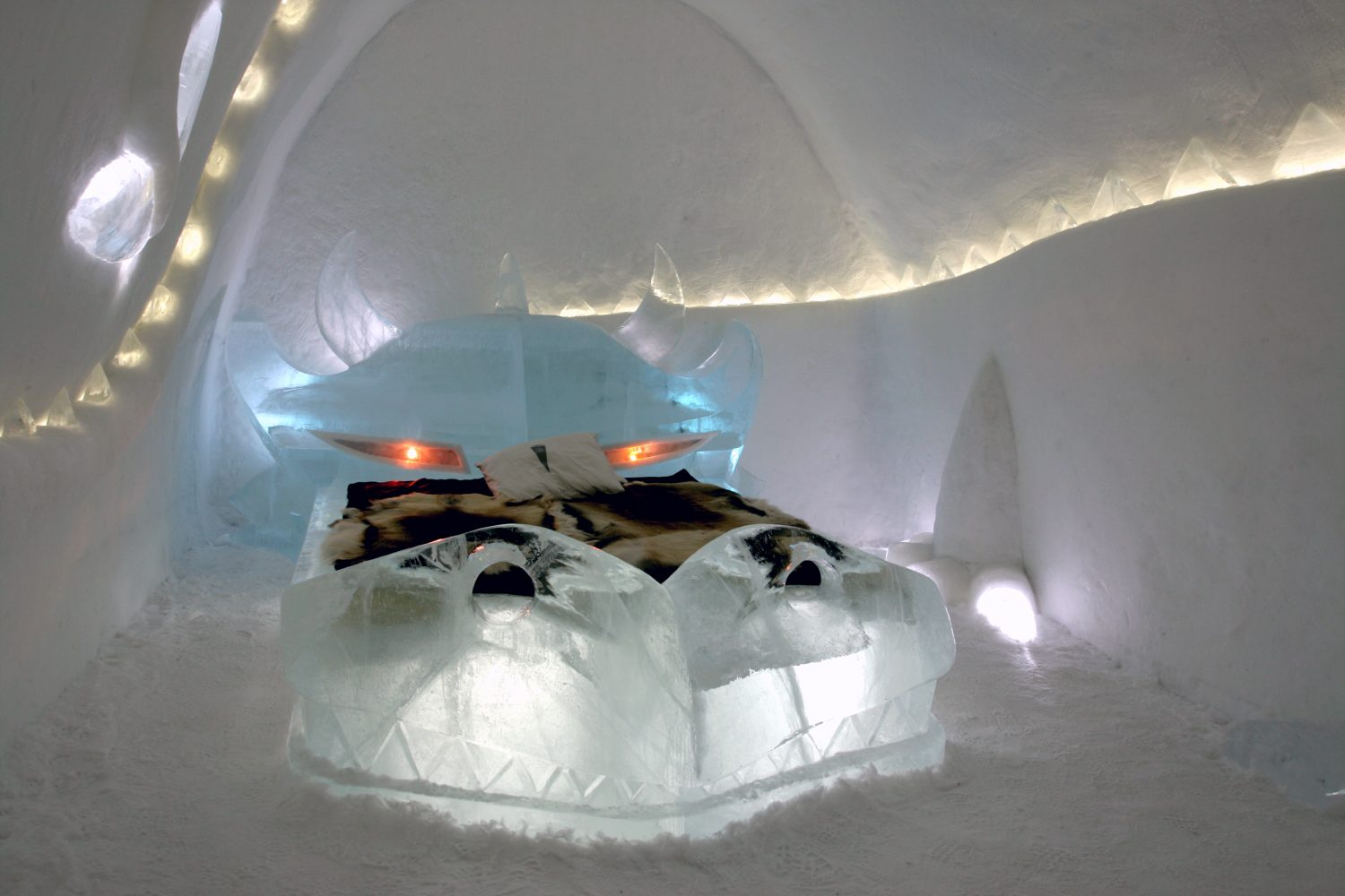 Dragon_icehotel