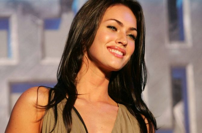 5 Hot Female Celebs That Were Bullied Growing Up