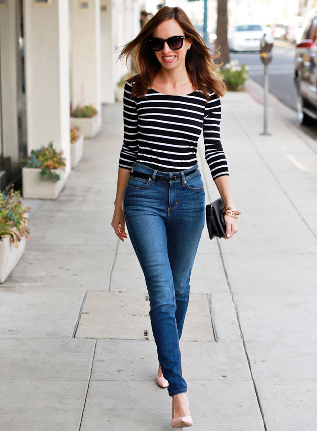 Sydne-Style-Guess-how-to-wear-high-waist-jeans-return-of-80s-style-denim-striped-shirt-pink-heels-casual-spring-outfit-ideas