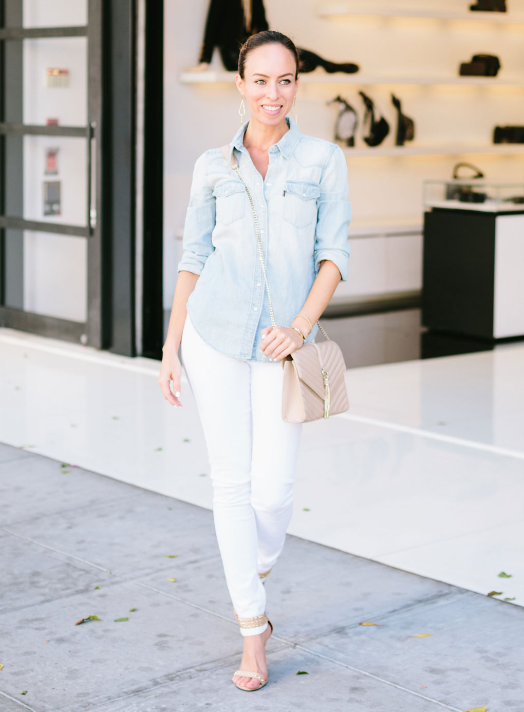 89cfa650e2 Sydne-Style-how-to-wear-white-jeans-in-