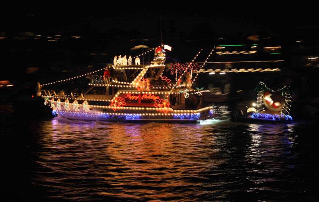aps-fantasy-of-lights-boat