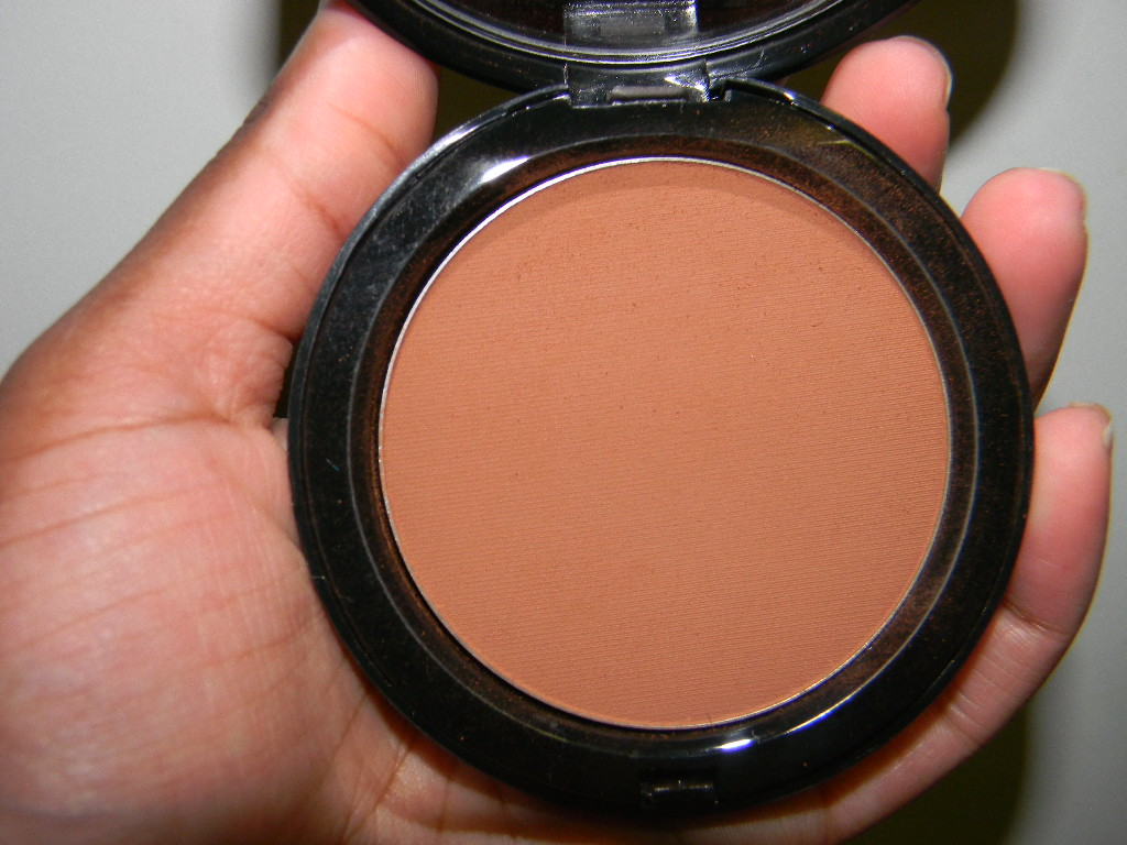 bobbi-brown-bronzing-powder-deep-4-pic